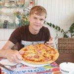 пиццца, одному не съесть=))