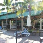 Restaurant près de la piscine