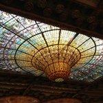 Знаменитый купол из разноцветного стекла