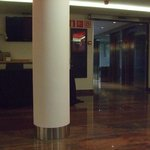 Salón en planta baja y ascensores