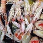 Scampi di Manfredonia e vari frutti di mare .