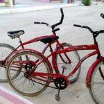 """Tiene """"estacionamiento"""" para bicis, jeje"""
