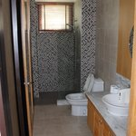 main bath - adjoining 2nd bedroom