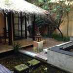 Honeymoon Suite - outdoor bathroom courtyard.