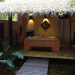 Honeymoon Suite - outdoor bathroom
