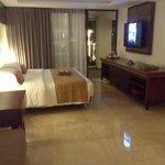 Huge comfortable bed and flatscreen TV