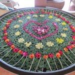 Vasque de pétales et feuilles Saint Valentin