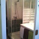Salle de bains chambre 4 personnes
