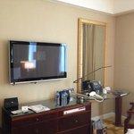 大きいTVに広めの部屋