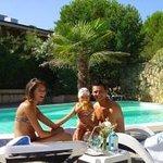 famiglia piscina