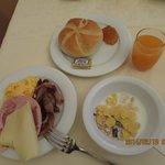 ビュッフェの朝食