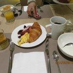 ビュッフェの朝食、ヨーグルト美味しかった。