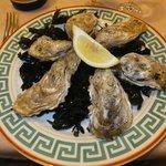 生牡蠣は日本で食べるのとはそんなに変わらないかな。普通に美味しいです。