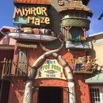 Island Mirror Maze