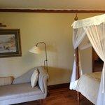 Bedroom w/settee