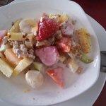 Desayuno: Yougurt con frutas, granola y miel