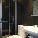 Baños formados por lavabo, inodoro y plato de ducha