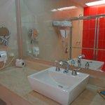 Salle de bains de la suite junior