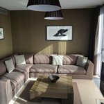 Living Room / 1-bed suite 605 / Incl. bird art on the wall
