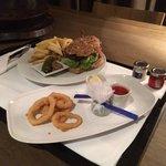 Roomservice: Burger & Calamari