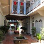 patio qui mène aux chambres