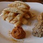 Hummus de calabaza, lentejas y garbanzos con pan de pita