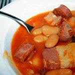 Chorizo cortado antes de cocinar, tipico de los precocinados.