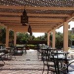 Restaurant extérieur pour le midi côté piscine