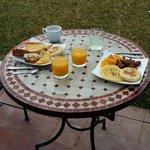Petit déjeuner au soleil (buffet)
