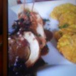 Medallones de Pollo rellenos de mofongo en salsa de guayaba!