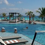 Gorgeous pool area 2