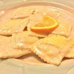 Ravioli formaggio di fossa e arancio