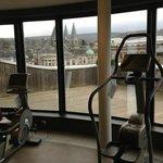 très belle vue depuis la salle de fitness au 4ème étage...