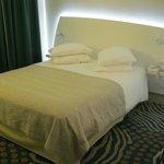 Chambre à coucher renovée et moderne