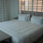 Lit et tête de lit lumineuse