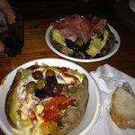 Patata peperoni, fonduta di toma e olive - Patata radicchio, taleggio crudo