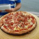 Pizza al lado del faro