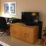 TV / desk offer enough space