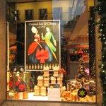 Витрина музея-магазина Фарина