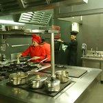 Nuestra Chef, preparando nuestras especialidades