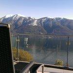 Aussicht vom Zimmerbalkon auf den Lago Maggiore 1