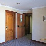 Это вид коридора из лифта