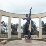 Statue représentant la jeunesse américaine sacrifiée pour la liberté de l 'Europe.
