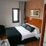 Habitación, TV y armario