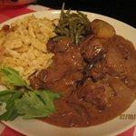 carne de vaca pedido em menu entrada/prato/e sobremesa