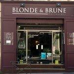 Chez blonde et brune