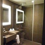 La salle de douche, très petite