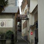 Foto calle entrada a Casa Natal
