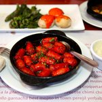 TANGO Y TAPAS: Chorizo, papas alioli, pimientos Padron.