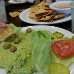 Guacamole w chips y salsa